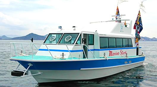 海上に浮かぶ旅客船マリンストーク